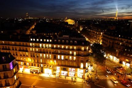 La Tour Eiffel , la tour Montparnasse ,et la Madeleine
