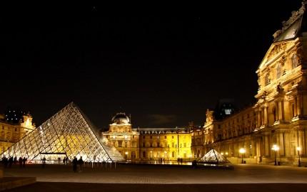 La-cour-carrée-du-Louvre
