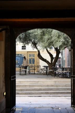 Une place du vieux Toulon