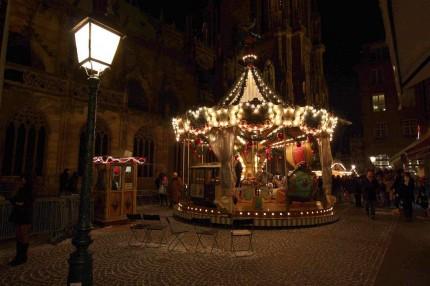 Au pied  de la cathédrale de Strasbourg