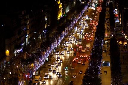 Les Champs Elysées depuis l'Arc de Triomphe