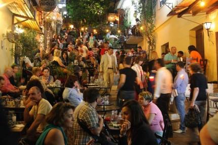 Un vendredi soir au pied de l'Acropole